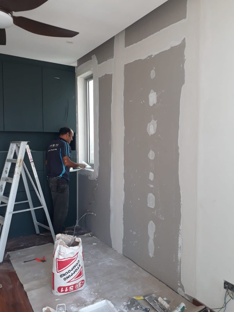 Partition-Wall-Contractor-Working-On-Drywall-Partition-1