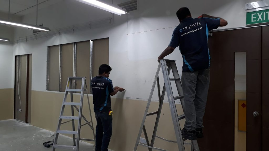 Partition-Wall-Contractor-Working-On-Drywall-Partition
